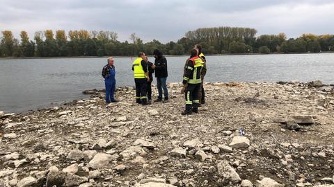 Eine Nebelbombe im Rhein wird kontrolliert gesprengt