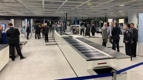 Neue Kontrollspuren am Frankfurter Flughafen