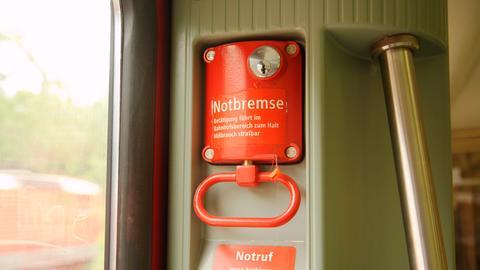Die Notbremse in einer S-Bahn
