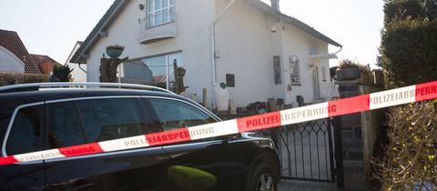Polizeiabsperrung am Tatort in Oestrich-Winkel