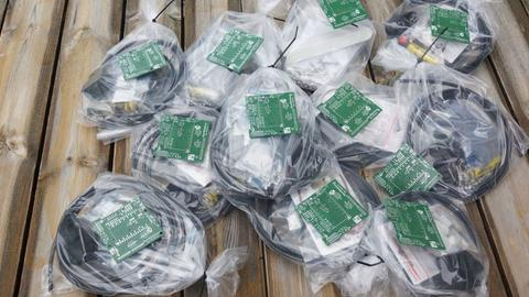 Aus diesen Einzelteilen bauen Mitglieder des ADFC die Fahrrad-Sensoren selbst zusammen.