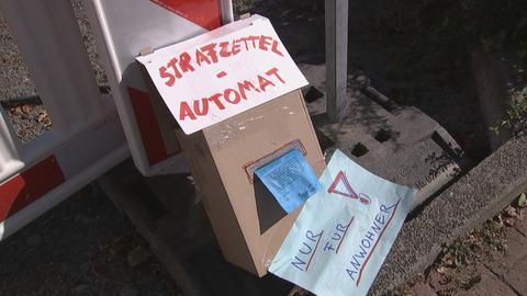 Selbstgebastelter Strafzettelautomat aus Pappe