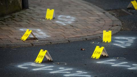 Patronenhülsen liegen auf dem Boden nach einem Polizei-Einsatz in Lauterbach