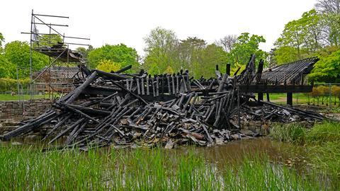 Der abgebrannte Pavillon
