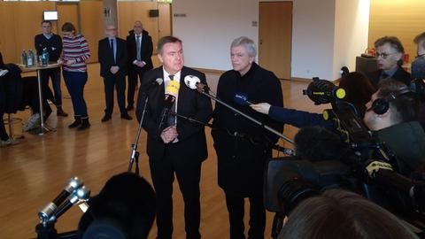 Pressekonferenz mit OB Kaminsky (l.) und Ministerpräsident Bouffier