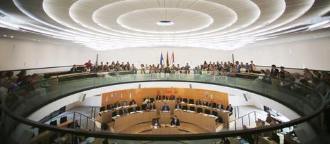 Plenarsaal des hessischen Landtages mit Publikum