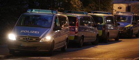 In Offenbach suchten Polizeikräfte nach der Beute.