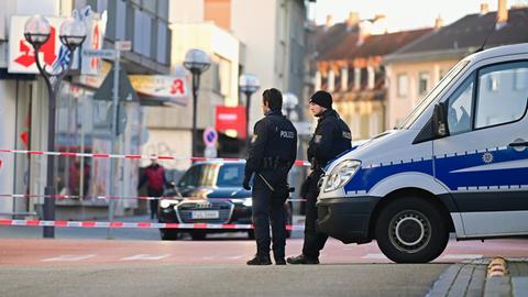 Polizei in Hanau am Anschlagsort