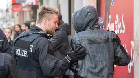 Polizei-Kontrolle im Bahnhofsviertel