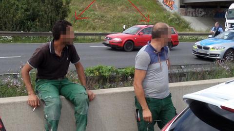 Diese zwei Männer sucht die Polizei wegen unterlassener Hilfeleistung