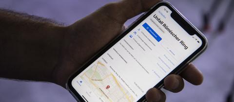 Smartphone mit Polizei-App