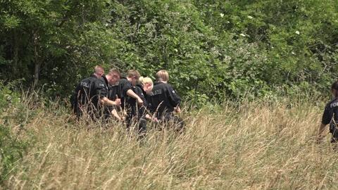 Die Polizei hat bei der Suche nach einer Vermissten im Wiesbadener Stadtteil Erbenheim eine weibliche Leiche gefunden.