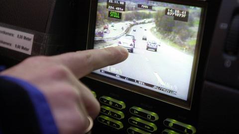 Geschwindigkeitsüberwachung aus Polizeifahrzeug
