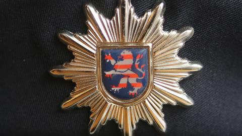 Wappen auf Polizeidienstmütze