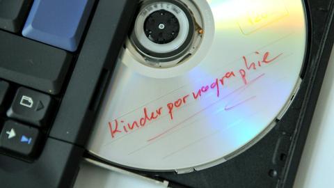 CD mit Aufschrift Kinderpornographie