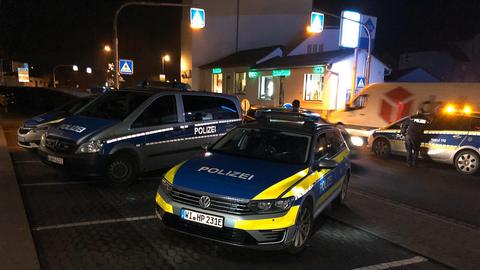 Polizeiwagen am Tatort in Neuhof