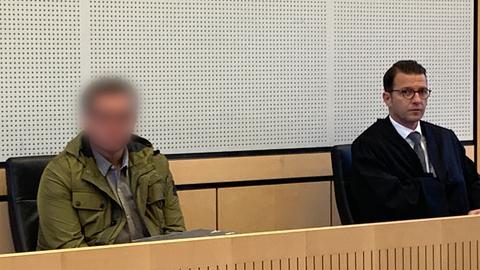 Der Angeklagte Imad A. mit seinem Verteidiger Wolfgang Stahl im Limburger Landgericht.
