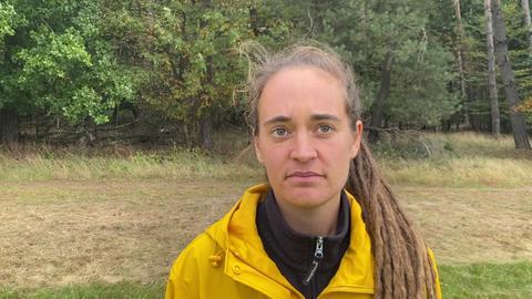 Carola Rackete beim hr-Interview im Dannenröder Forst