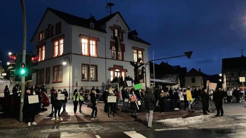 Etwa 100 Teilnehmer versammelten sich zur Gegendemo ohne Demo in Ranstadt.