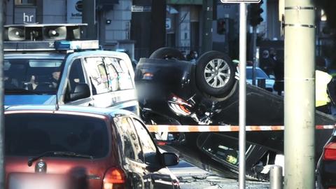 Ein Unfall nach einem illegalen Autorennen.