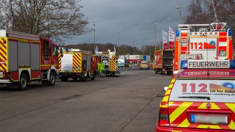 Fahrzeuge der Feuerwehr am Einsatzort