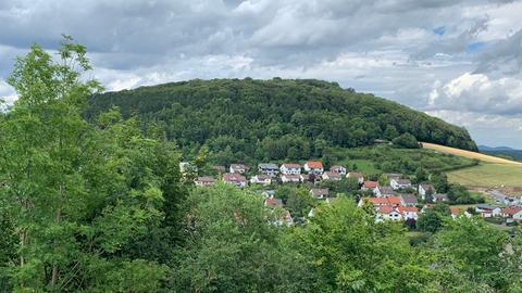Blick auf den Rauschenberg in Petersberg
