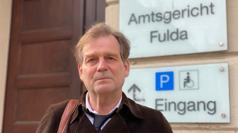 Rechtsanwalt Jörg-Thomas Reinhard vor dem Amtsgericht Fulda