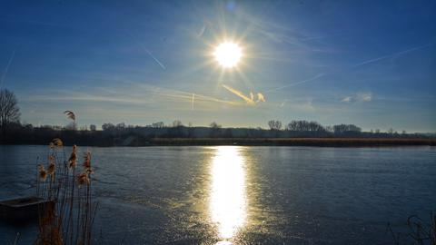 Sonniges Vorfrühlingswetter am Reinheimer Teich.