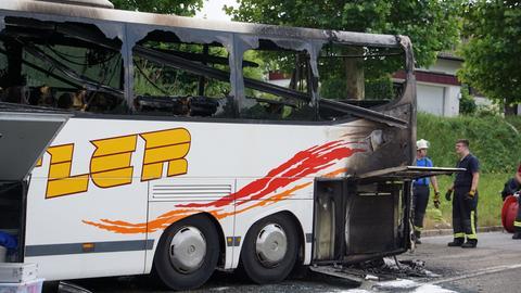 Ausgebrannter Reisebus in Obersulm