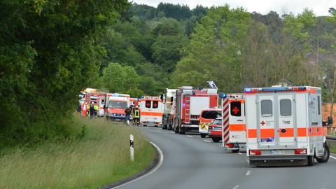 Zahlreiche Rettungskräfte eilten zum Unfallort.