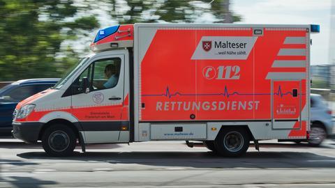 Sujet Rettungsdienst Rettungswagen Fahrt Frankfurt