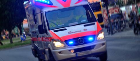 Sujet Rettungsdienst Rettungswagen Fahrt Tag