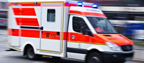 Rettungswagen eilt zur Unglücksstelle