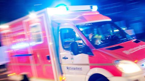 Rettungswagen bei Nacht