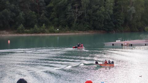 Rettungskräfte auf dem Badesee in Rodgau