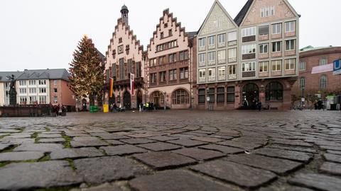 Wie leergefegt: der Frankfurter Römerberg