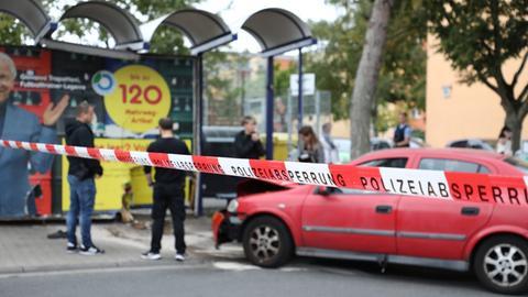 Die abgesperrte Bushaltestelle in Rüsselsheim-Königstädten