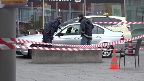 Polizisten durchsuchen Teile der Rüsselsheimer Innenstadt nach Hinweisen auf die Schießerei