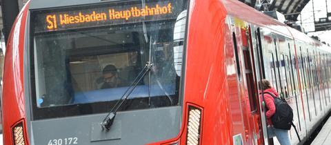 S-Bahn im Bahnhof (Archiv)