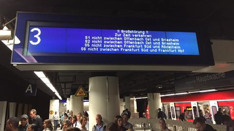 Reisende in der Frankfurter Innenstadt am Freitagnachmittag