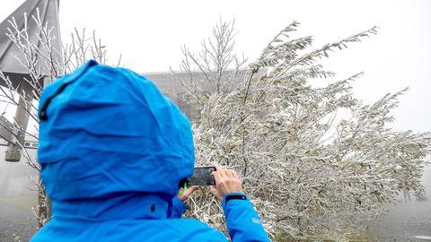 Schnee auf dem Großen Feldberg im Hochtaunus
