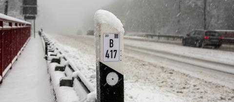 Die B417 oberhalb von Wiesbaden musste am Freitagvormittag kurzzeitig gesperrt werden.