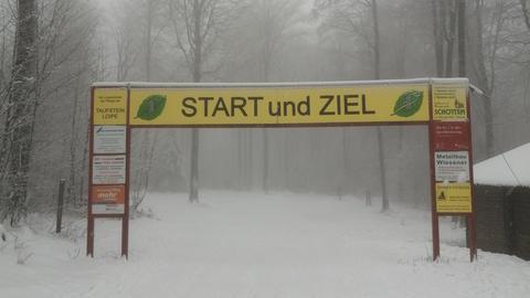 Ski-Langlauf Ziel im Schnee