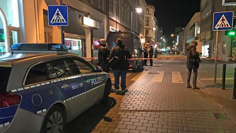 """Polizeieinsatz nach der Schießerei vor dem """"KOMM"""" in Offenbach"""