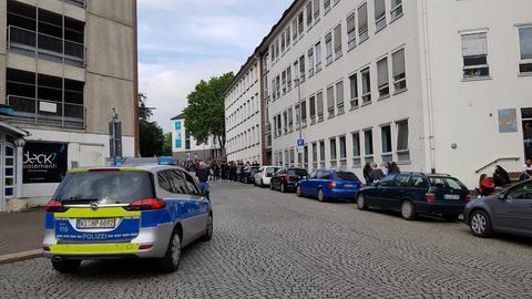 Polizeiauto vor Kasseler Reuterschule