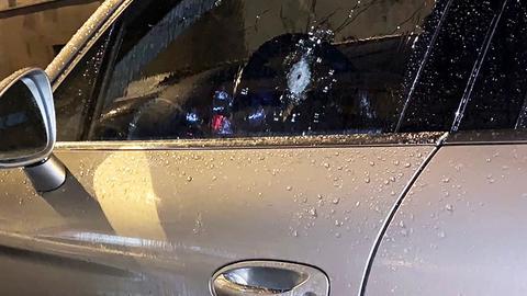 Einschussloch im Auto
