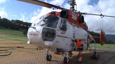 Der Schwerlast-Helikopter stammt von einer Spezialfirma aus der Schweiz.