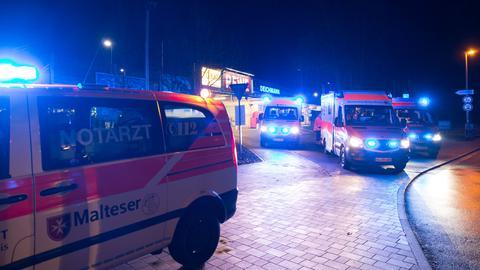 Mehrere Rettungswagen wurden nach dem Vorfall zu der Shisha-Bar gerufen.