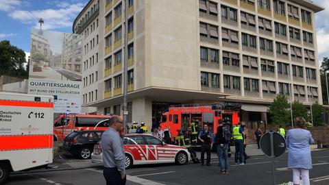Die Feuerwehr evakuierte das Sozialministerium in der Wiesbadener Innenstadt.