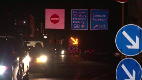 Gesperrt: die A44 bei Kassel - Autofahrer brauchen Geduld